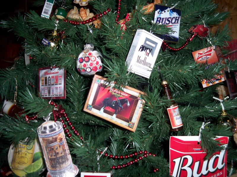 Redneck Christmas Tree - Redneck Christmas Tree - Shakadoo
